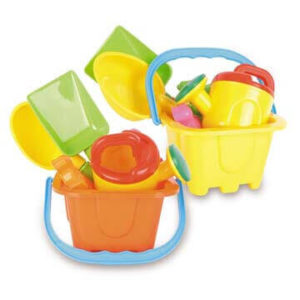 baby play Bucket and spade